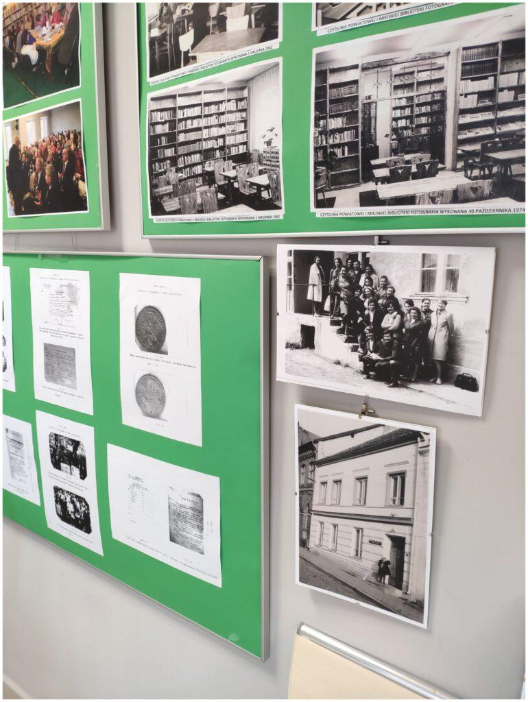 zdjęcia przedstawiają fotografie z obchodów 75 lecia biblioteki